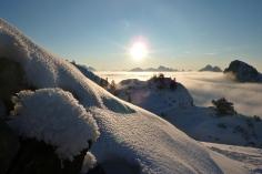 Oberflächenreif auf der Schneedecke, im Alpenvorland ist mehr Schnee gefallen als in den Alpen