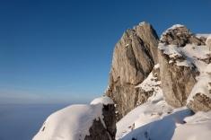 Der Teufelstättkopf vor dem Nebelmeer über dem Alpenvorland