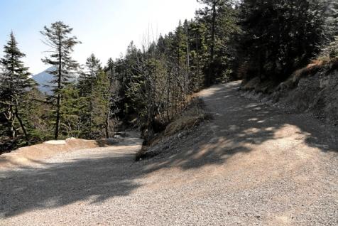 Nach zwei Steilaufschwüngen folgen Serpentinen