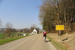 Nach einer rasanten Abfahrt wird die Ortschaft Altenmünster erreicht