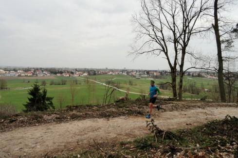 Kurzer Panoramaweg mit Blick über das Lechfeld Richtung Augsburg und seine Vororte