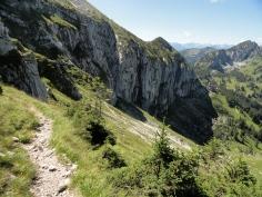 Traverse um die Felsabbrüche des Niederstraußbergs