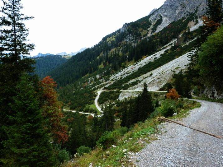 Serpentinenkarusell am Talschluss des Strindenbachtals