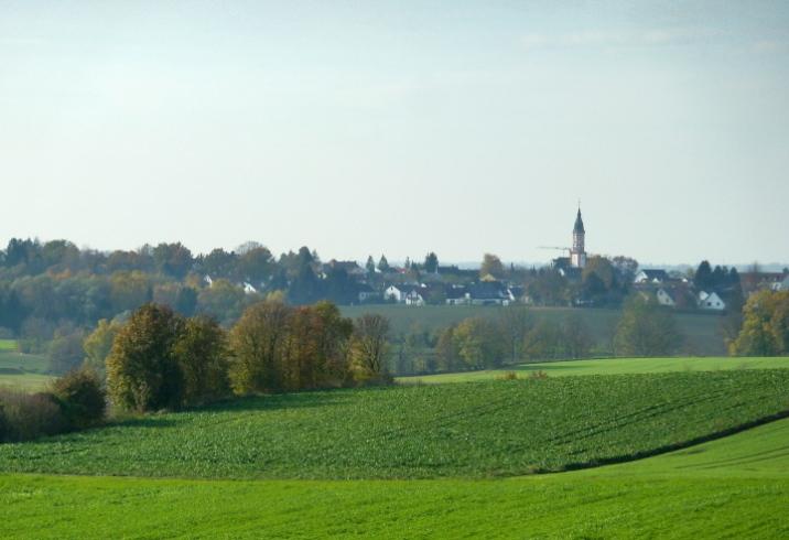 Blick nach Mering über die tertiären Geländewellen, gesehen vom Kühberg