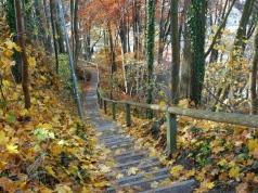 Abstieg über eine steile Treppe