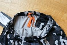 Schnürzüg für Anpassung des anschmiegsammen Saums und kleine Innentasche